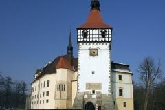 Blatna_CZE_-_castle_front